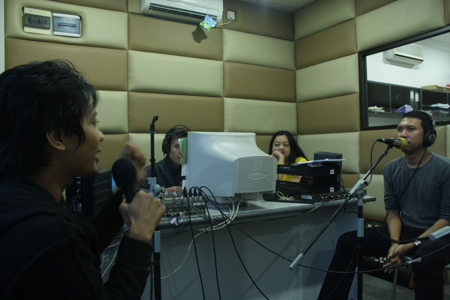 Saylow Siaran di Hard Rock Radio