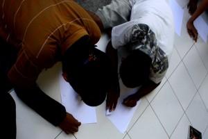 Anak-anak di Penjara Belajar Menulis