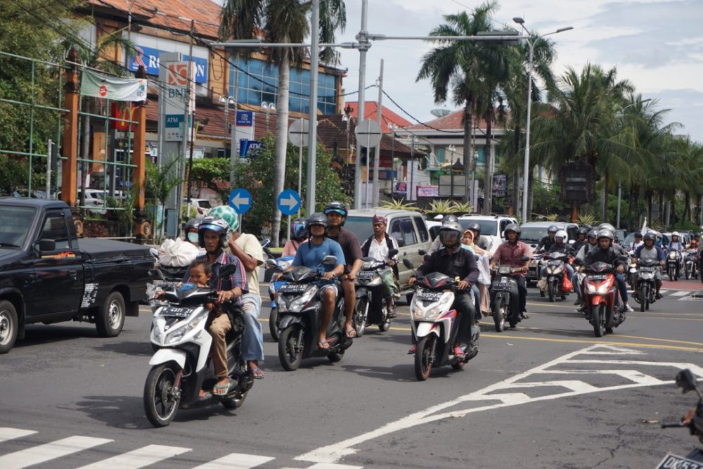 Rivalitas di jalan raya Denpasar